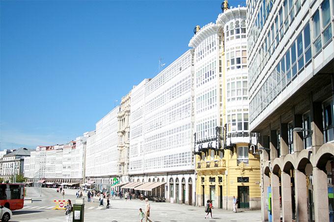 Avenida De La Marina A Coruña Ciudad Del Faro De Hercules Patrimonio De La Humanidad S Intrínsecamente Ligada Al Mar Coruña A Ciudades Con Encanto Guías Portada Masmar