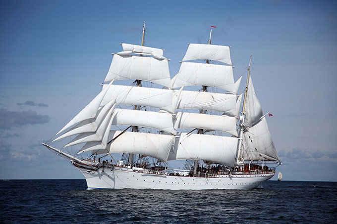 Statsraad_Lehmkuhl_royal_yard