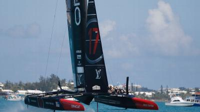 New Zealand acecha a Oracle en la America's Cup